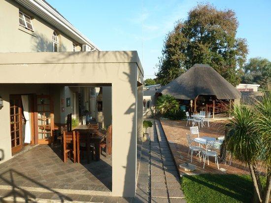 Sandalwood Guest House : Tuin