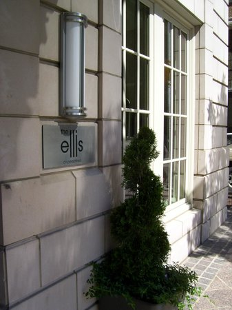 Ellis Hotel: View of the entrance