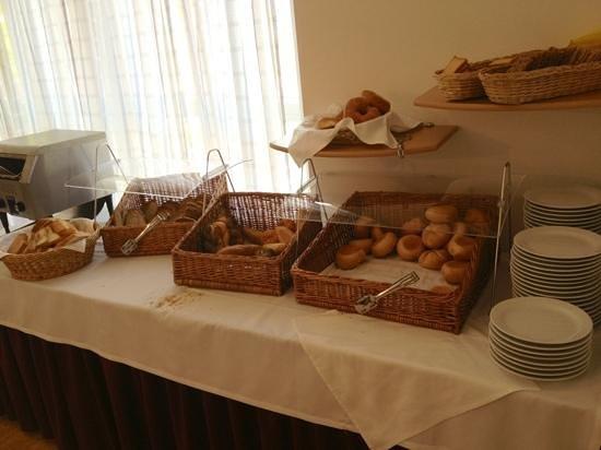 Rosen Hotel Europahaus: Pane della colazione
