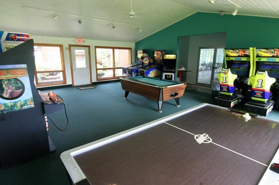 Mohican Motel: Game Room