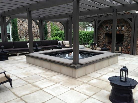 Hotel Yountville: lobby courtyard