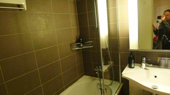 Adagio Aix-en-Provence Centre: bathroom
