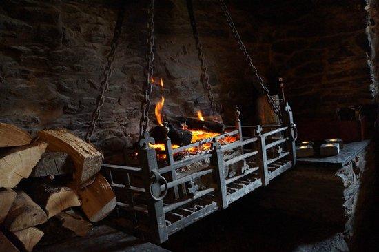 The Falls of Dochart Inn: Roaring Fire