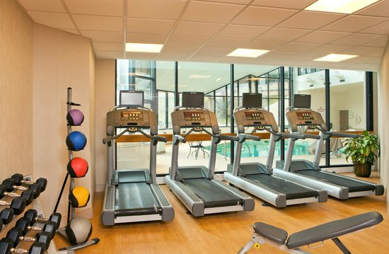 Crowne Plaza White Plains Downtown: Fitness Center (1 of 2 fitness areas)