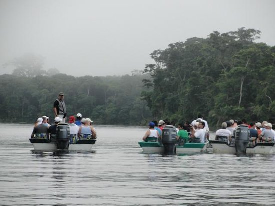 CREN Day Tours: Other boats in Tortuguero