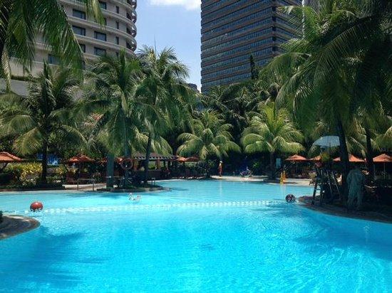 Edsa Shangri-La: Lovely large pool at the Edsa Shangri La