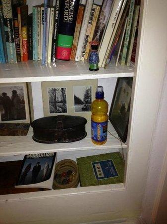 Mill House B&B: Empty Bottle Left On The Side In Bedroom