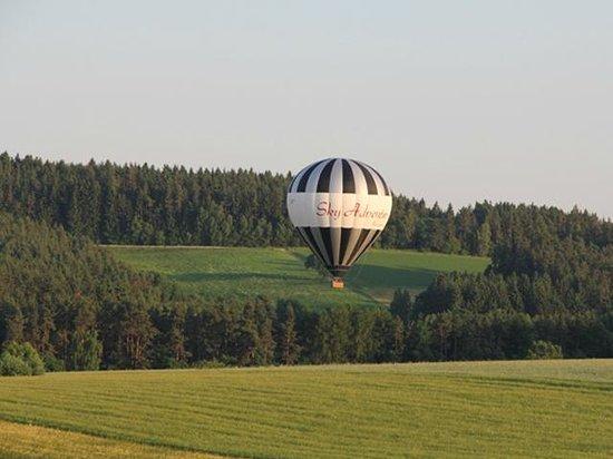 Über die Landschaften schweben mit Sky Adventure