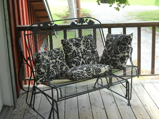Country Charm Bed and Breakfast: The balcony, a perfect place for a coffee and a good book
