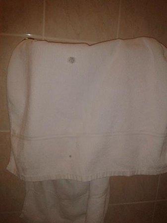 Hotel City Centre: Las toallas con huecos