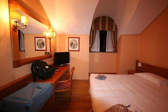 Concord Hotel: camera matrimoniale 5° piano