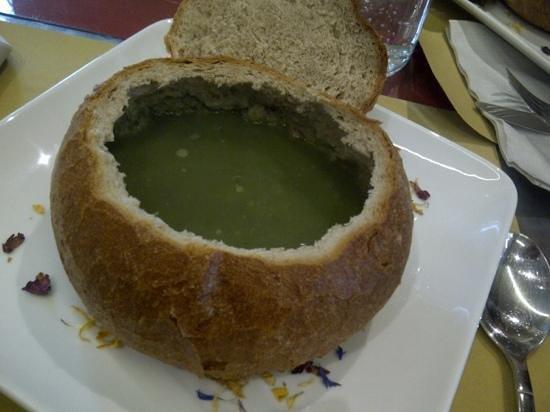 Hostaria del Borgo : zuppa di ortica nella pagnotta