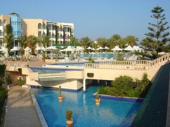 Hasdrubal Thalassa & Spa : Piscina e giochi d'acqua