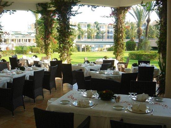 Hasdrubal Thalassa & Spa: Uno dei ristoranti all'aperto