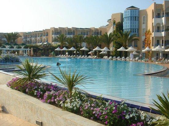 Hasdrubal Thalassa & Spa : La piscina più grande