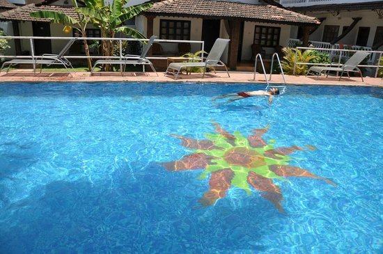 Silver Sands Holiday Village: Enjoying the pool