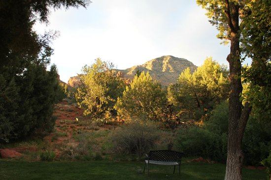 Casa Sedona Inn: View from garden area