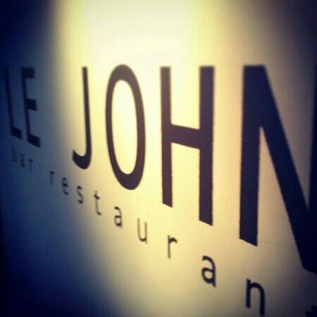 Le John: LJ