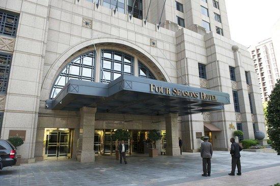 Four Seasons Hotel Atlanta: Hotel Entrance