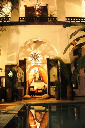 Dar Abiad: pool garden
