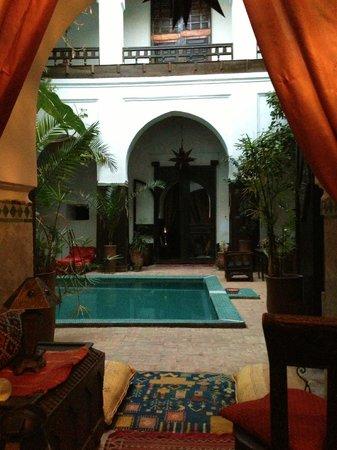 Dar Abiad: pool