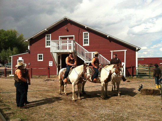 Terry Bison Ranch Resort : gearing up for a trail ride