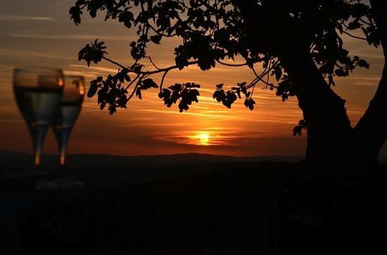Agriturismo Sant'Anna in Camprena: Sunset con Prosecco
