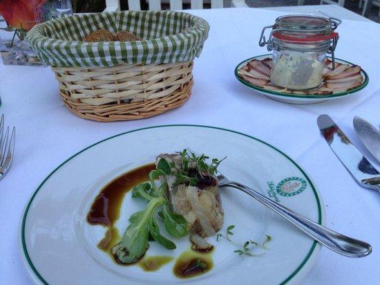 Restaurant & Hotel Schlosswirt zu Anif: Gruss aus der Küche - marinierte Kalbsbrust mit Avocado