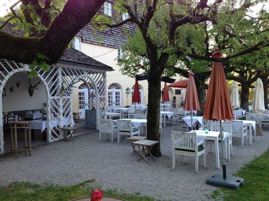 Restaurant & Hotel Schlosswirt zu Anif: Gastgarten