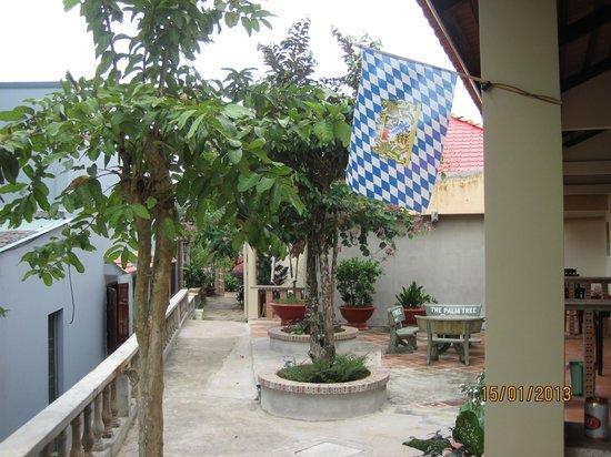 The Palm Tree Guest House : vom Zimmer Richtung Restaurant