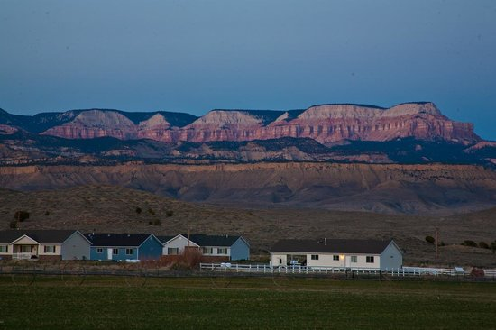 Bryce Canyon Country Cabins: Sunset in Tropic, Utah, from Country Cabins