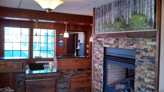 Days Inn & Suites Gunnison: Front Desk