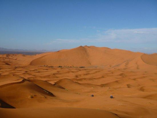 Auberge Hassi Ouzina: mer de sable