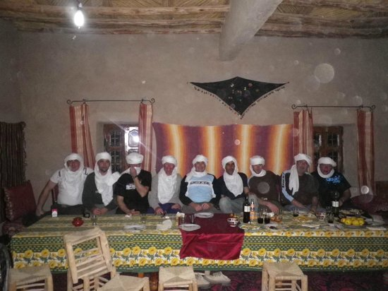 Auberge Hassi Ouzina: Les touaregs