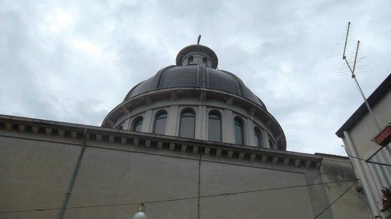 Case Francesco: La cupola dei Salesiani
