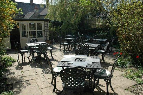 The Coffee House Cafe & Bistro: Sun Trap Garden