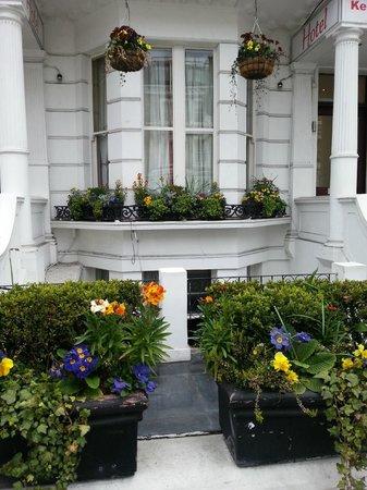 Kensington Suite Hotel: Facade