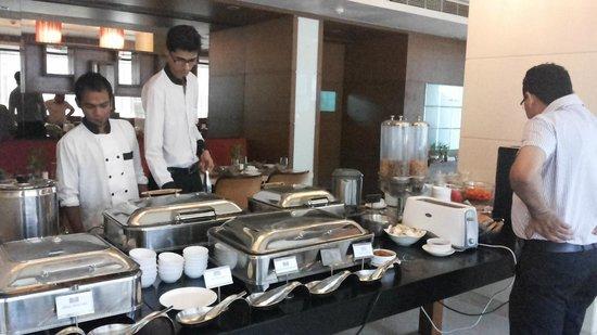 Comfort Inn Legacy : Breakfast setup