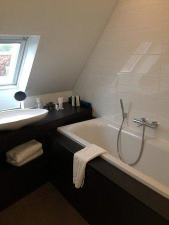 Hotel De Tuilerieen: bagno e doccia