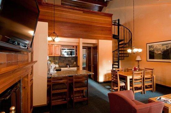 VRI Streamside at Vail - Cedar: One Bedroom Loft - Kitchen and Dining Area
