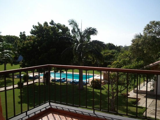 Makwetu Resort: balcony looking over at pool and grounds