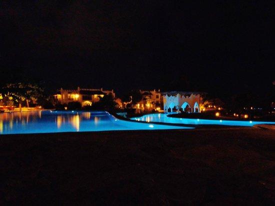 Royal Zanzibar Beach Resort: Bei Nacht total schön beleuchtet