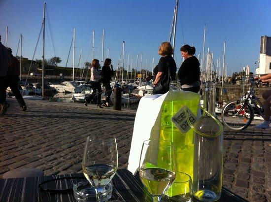 Restaurant Le Skipper : Vue sur le port depuis la terrasse
