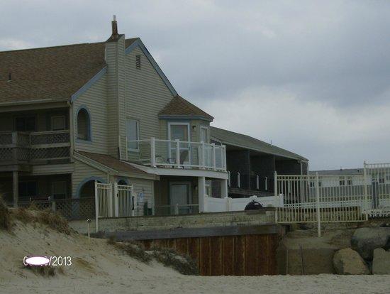 ذا كورساير آند كروس ريب أوشنفرونت ريزورت: View of The Corsair from the Beach