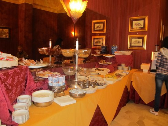Hotel de Paris: il buffet della colazione