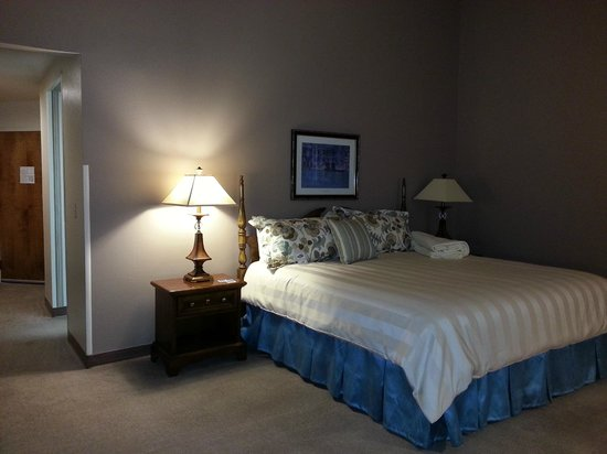 Lone Tree Golf Club & Hotel: Large, comfortable bed