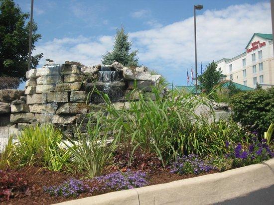 Driveway - Picture of Hilton Garden Inn Niagara-on-the-Lake, Niagara ...