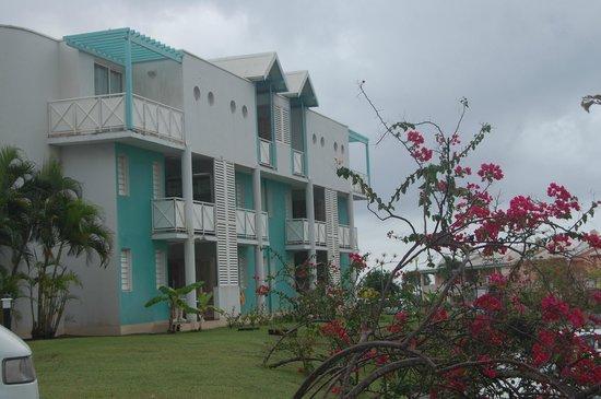 Karibea Resort Sainte Luce Amyris : notre bâtiment vu côté parking