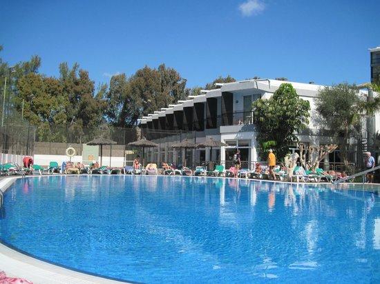 Beverly Park Hotel: Beverley Park poolside
