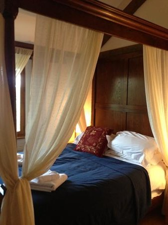 Griffon Forest Lodges: master bedroom. four poster.